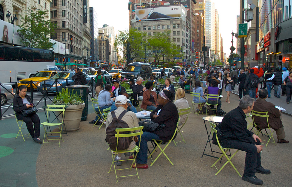 Greeley Square_NYC_movable_tables_chairs